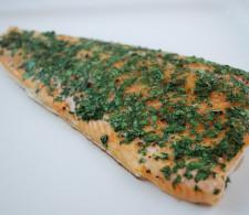 Жареный лосось с кинзой