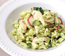 Салат с капустой, шампиньонами и авокадо