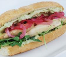 Cэндвич с курицей и авокадо