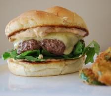Бургер с соусом Чипотле
