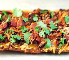 Пицца-лаваш с сыром и беконом