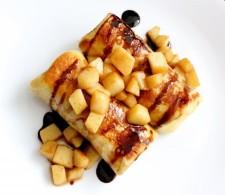 Блинчики с яблоками и сыром