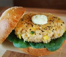 Вегетарианский бургер с диким рисом